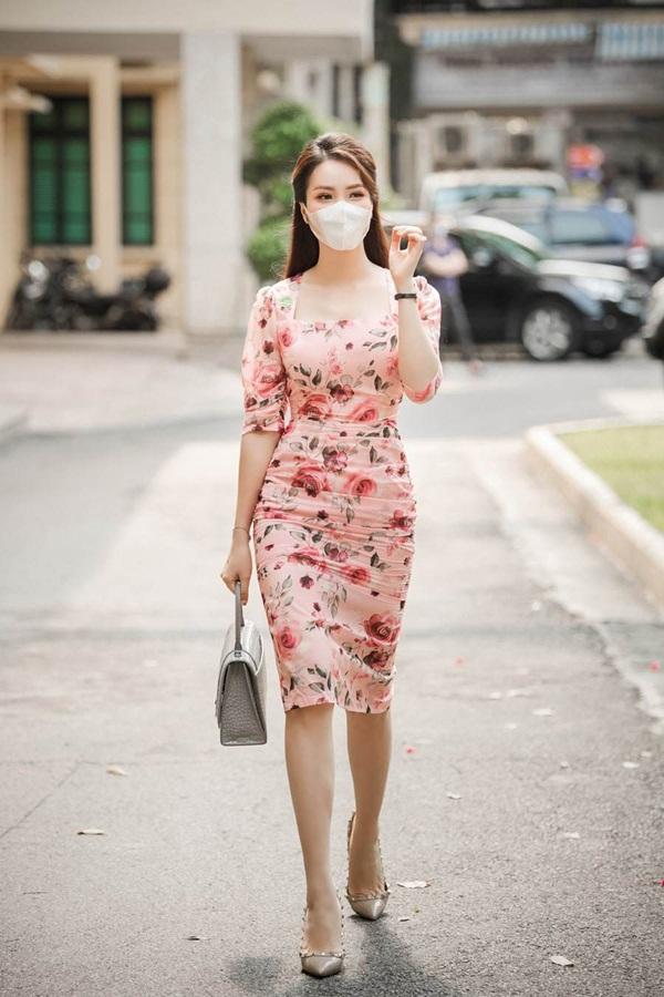 """Bảo Thanh đụng đầm ôm gợi cảm với Á hậu Thuỵ Vân, ai cũng cân não"""" xem body nào đẹp nhất-3"""