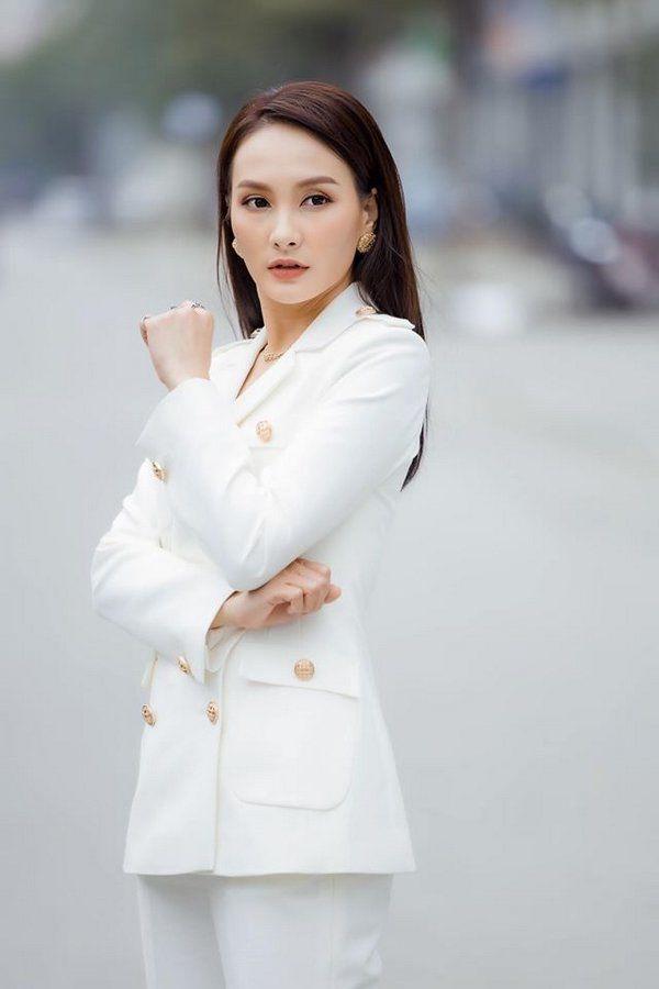"""Bảo Thanh đụng đầm ôm gợi cảm với Á hậu Thuỵ Vân, ai cũng cân não"""" xem body nào đẹp nhất-15"""