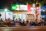 Bất chấp lệnh cấm, nhiều quán nhậu ở TP.HCM vẫn đông khách