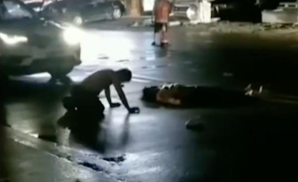 Tài xế tông người đi bộ bất tỉnh, hành động ngay sau khi gây ra tai nạn mới thu hút sự chú ý của mọi người-3