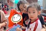 Ốc Thanh Vân xót xa chia sẻ hình ảnh nghệ sĩ Mai Phương đưa con gái đi học: 'Em chỉ mới là phụ huynh học sinh lớp 1 thôi mà'