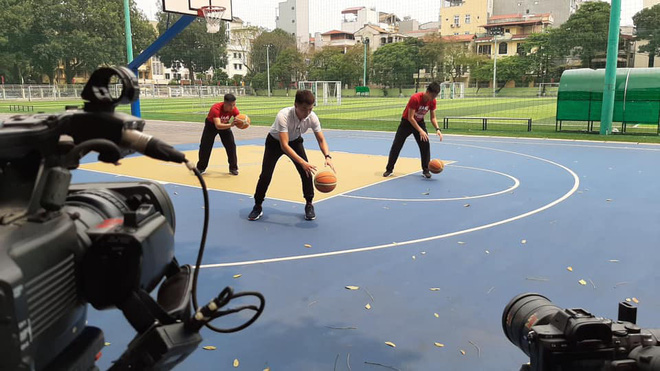 Học thể dục online mà đầu tư xịn xò như quay MV, trường Đại học chất nhất mùa Covid-19 đây rồi!-3