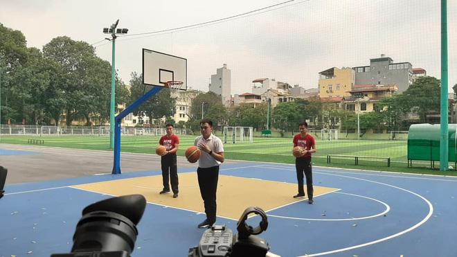 Học thể dục online mà đầu tư xịn xò như quay MV, trường Đại học chất nhất mùa Covid-19 đây rồi!-8
