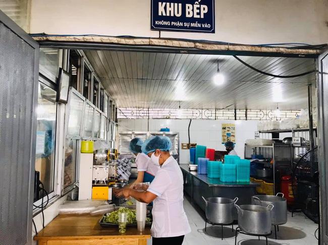 Nhân viên của Trường Sinh cung cấp thức ăn ở BV Nội Tiết không liên quan Bạch Mai-1