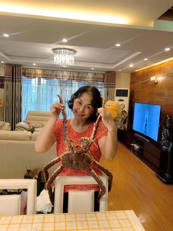 Khoe ảnh con gái vào bếp, mẹ Chi Puđược khen Nhà 2 gái, hái ra tiền-10
