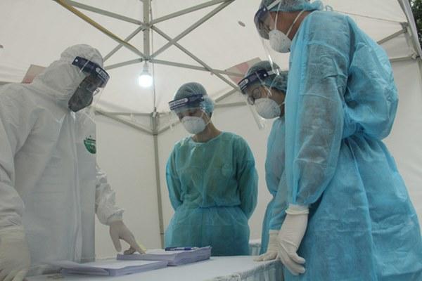 Hà Nội bắt đầu đón bệnh nhân làm xét nghiệm nhanh COVID-19, cho kết quả trong 10 phút-10