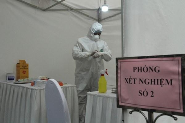 Hà Nội bắt đầu đón bệnh nhân làm xét nghiệm nhanh COVID-19, cho kết quả trong 10 phút-12