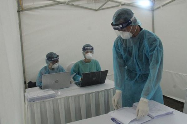 Hà Nội bắt đầu đón bệnh nhân làm xét nghiệm nhanh COVID-19, cho kết quả trong 10 phút-14