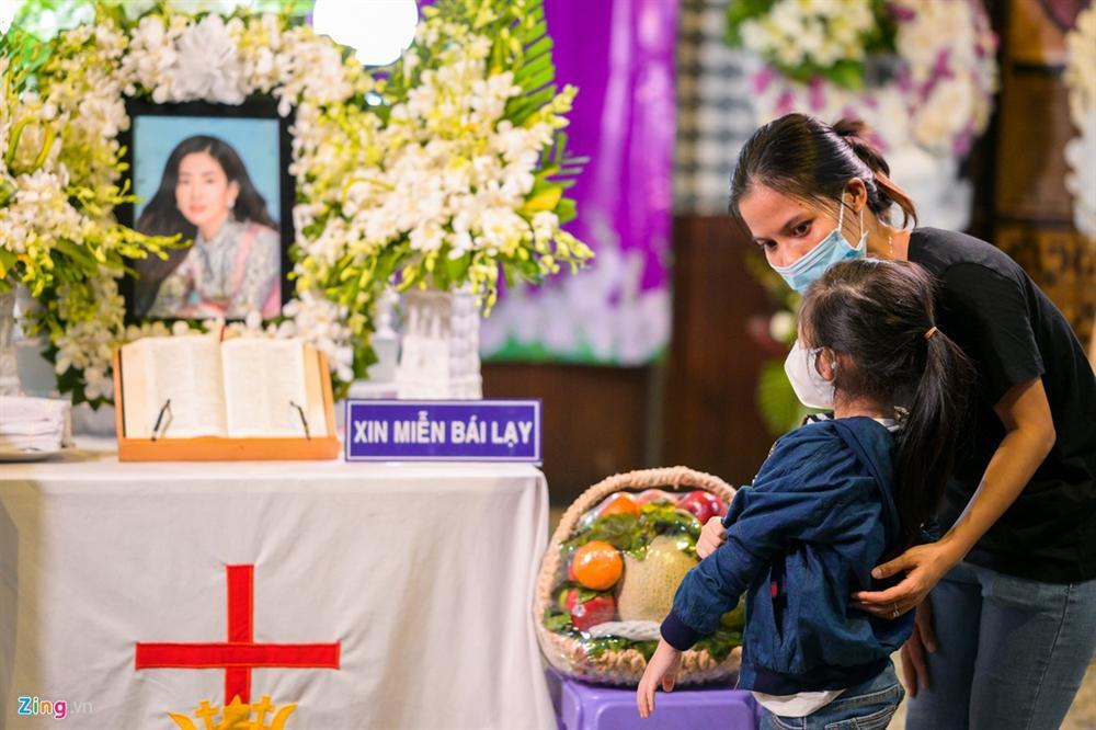 Lễ tang không tiếng kèn trống của Mai Phương-5