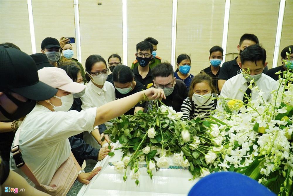 Lễ tang không tiếng kèn trống của Mai Phương-11