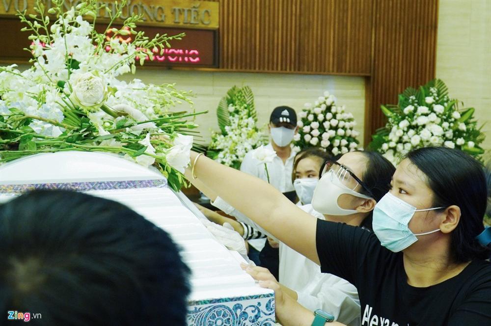 Lễ tang không tiếng kèn trống của Mai Phương-12