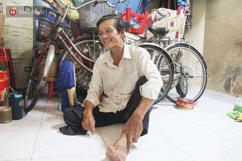 Chuyện từ những tấm vé số cuối cùng trước giờ cách ly toàn xã hội ở Sài Gòn: Mai dừng rồi, ngoại ở nhà không đi bán nữa mà gạo cũng hết rồi-13
