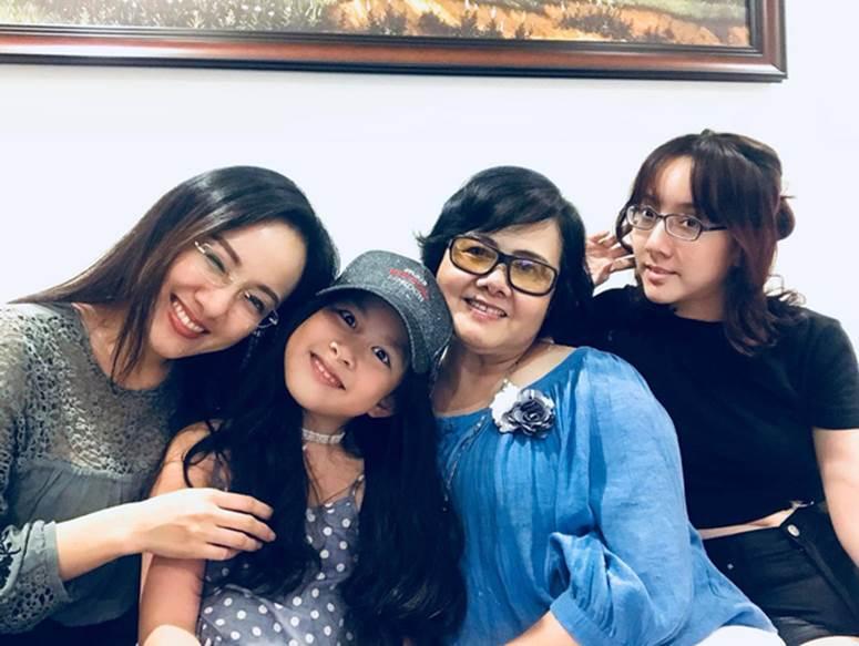 BTV Hoài Anh nhớ mẹ nhưng không thể về Sài Gòn thăm nhà vì dịch: Chưa bao giờ mong những cái chạm tay như lúc này, con sẽ trở về!-4
