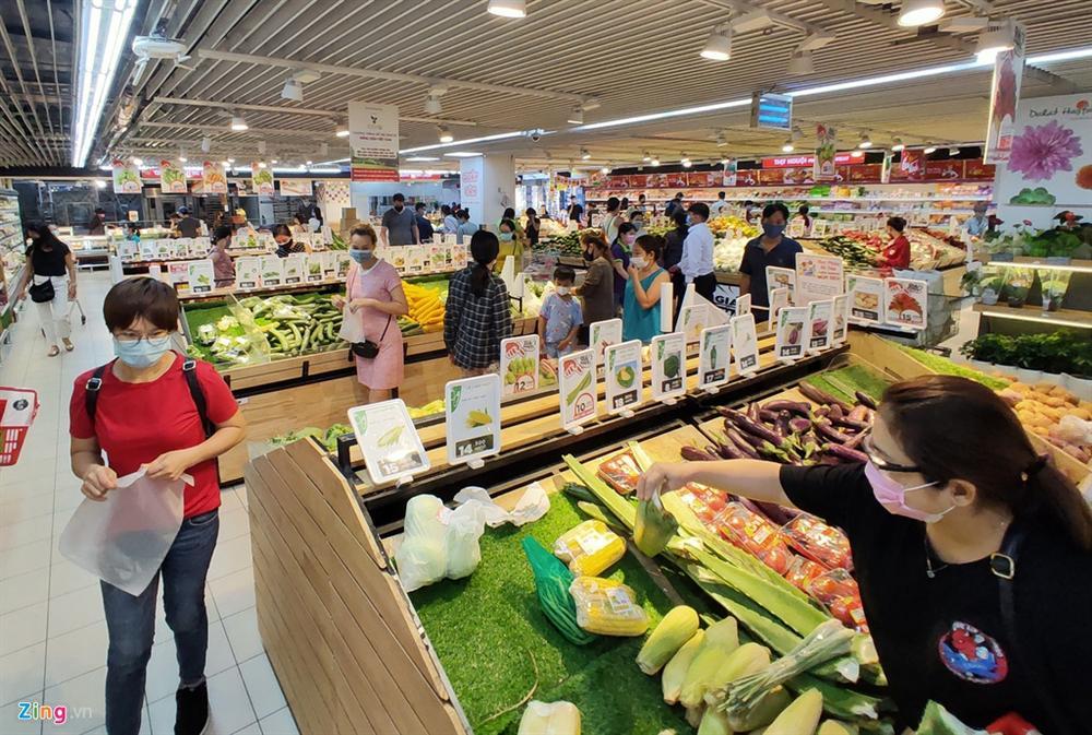 Người dân TP.HCM mua sắm trật tự trước lúc cách ly toàn xã hội-4