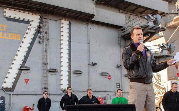 Thuyền trưởng tàu sân bay Mỹ viết tâm thư cầu cứu sau khi số ca nhiễm COVID-19 trên tàu vượt 100 người-1