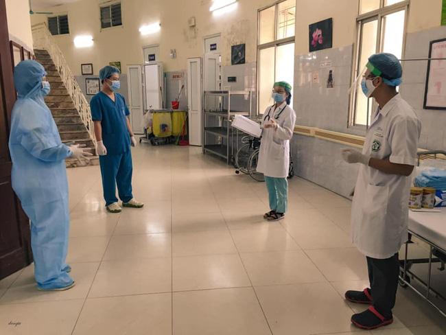 Những hình ảnh cảm động bên trong bệnh viện Bạch Mai-1