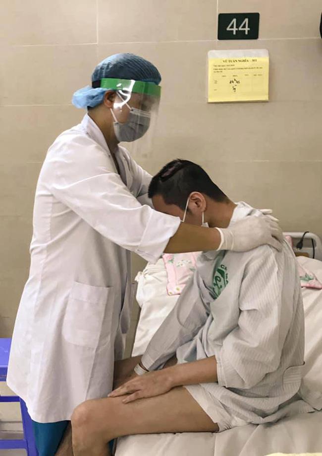 Những hình ảnh cảm động bên trong bệnh viện Bạch Mai-3