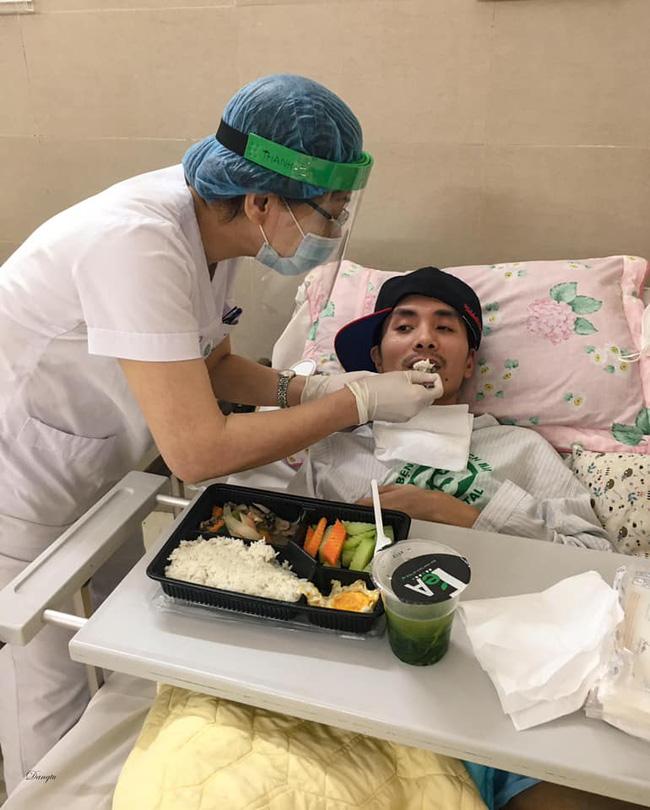 Những hình ảnh cảm động bên trong bệnh viện Bạch Mai-6