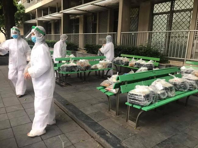 Những hình ảnh cảm động bên trong bệnh viện Bạch Mai-8