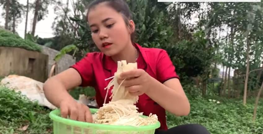 Đều đều ra clip giữa mùa dịch, con gái xinh đẹp của bà Tân Vlog bị soi nhan sắc qua camera thường-4