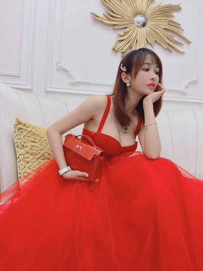Khéo mặc như vợ hai đại gia Minh Nhựa: diện toàn item khó xơi vẫn được chồng khen-8