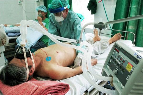 Chuyên gia: COVID-19 là 3 cú đấm liên hoàn vào cơ thể, nếu chặn được đòn đánh cuối cùng, bệnh nhân sẽ thoát khỏi cửa tử-2