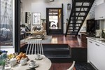Ngôi nhà 30m² khiến chủ nhân chỉ muốn ở trong nhà do cách thiết kế kết hợp không gian sống và sở thích giải trí cá nhân