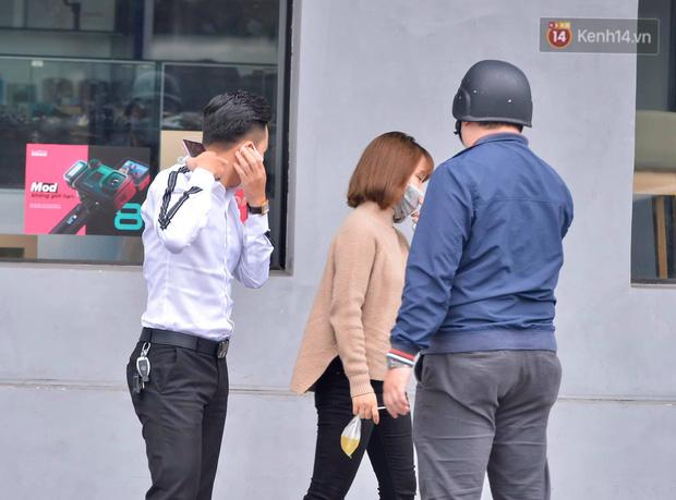 Nhiều người Hà Nội bị nhắc nhở hạn chế ra ngoài, tập thể dục và đeo khẩu trang xung quanh các phố trung tâm-9