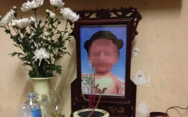 Vụ bé gái 3 tuổi tử vong nghi do bị mẹ đẻ và bố dượng bạo hành: Bắt khẩn cấp cặp vợ chồng để điều tra-1