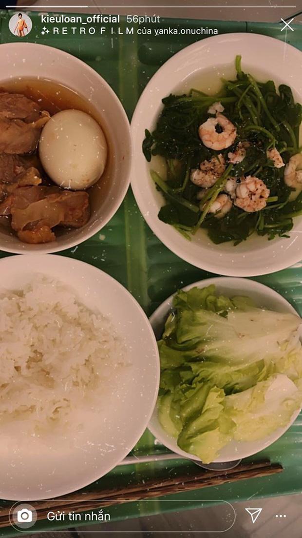 Không nhà hàng đắt đỏ, sao Vbiz tiết kiệm với mâm cơm nhà mùa dịch: Tóc Tiên nịnh chồng món ngon, Băng Di nấu bữa chỉ 50K-16