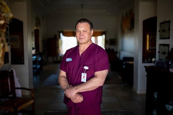 Bác sĩ Mỹ đồng loạt bức xúc vì bị kỷ luật khi đeo khẩu trang giữa dịch Covid-19: Chuyện gì đang xảy ra với hệ thống y tế của chúng ta?-1