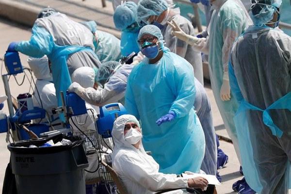 Bác sĩ Mỹ đồng loạt bức xúc vì bị kỷ luật khi đeo khẩu trang giữa dịch Covid-19: Chuyện gì đang xảy ra với hệ thống y tế của chúng ta?-2