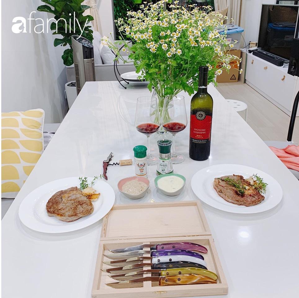 Căn bếp 15m² của bà mẹ Sài Thành đẹp như tạp chí, trưng bày dụng cụ làm bếp không khác gì walk-in closet-1