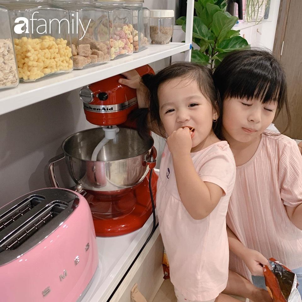 Căn bếp 15m² của bà mẹ Sài Thành đẹp như tạp chí, trưng bày dụng cụ làm bếp không khác gì walk-in closet-10