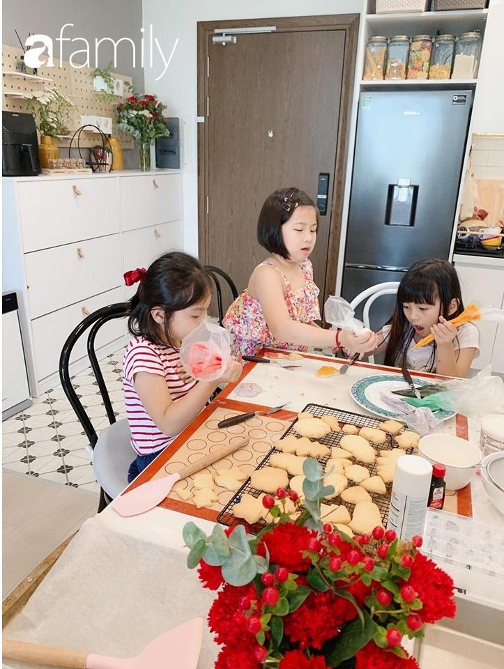 Căn bếp 15m² của bà mẹ Sài Thành đẹp như tạp chí, trưng bày dụng cụ làm bếp không khác gì walk-in closet-11