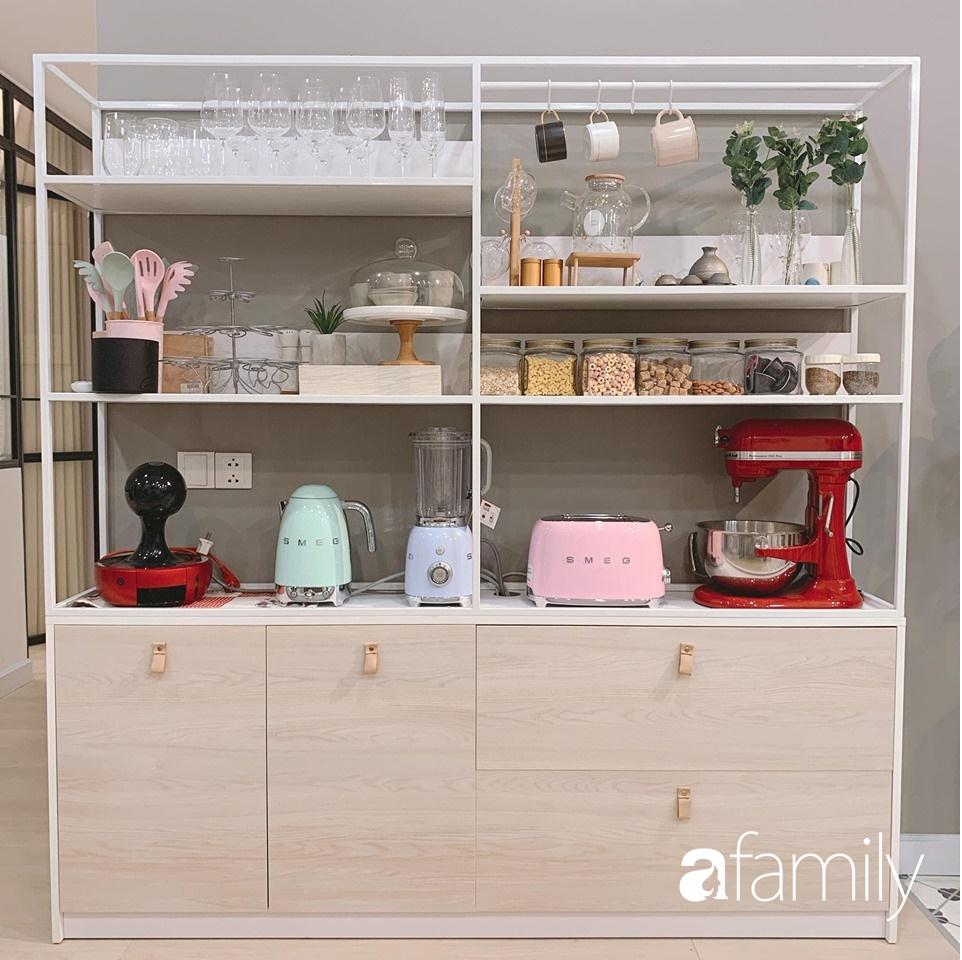 Căn bếp 15m² của bà mẹ Sài Thành đẹp như tạp chí, trưng bày dụng cụ làm bếp không khác gì walk-in closet-12
