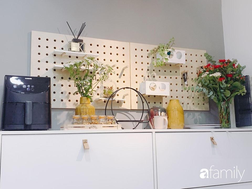Căn bếp 15m² của bà mẹ Sài Thành đẹp như tạp chí, trưng bày dụng cụ làm bếp không khác gì walk-in closet-16
