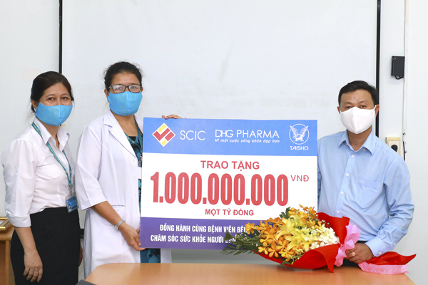 Dược Hậu Giang tặng 2,6 tỷ đồng cho bệnh viện tuyến đầu phòng dịch-1