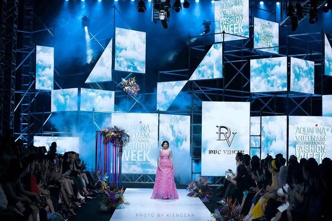 Đấu giá chiếc váy Mai Phương từng catwalk lúc mang bệnh để gây quỹ cho bé Lavie-1