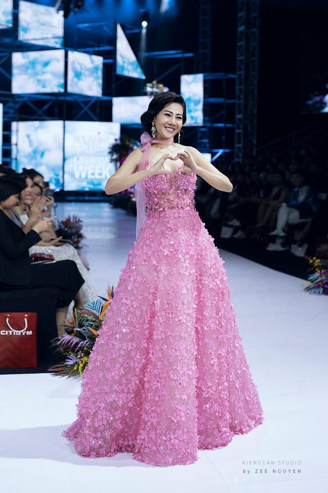 Đấu giá chiếc váy Mai Phương từng catwalk lúc mang bệnh để gây quỹ cho bé Lavie-4