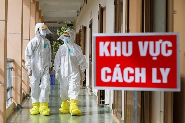 Hà Nội: Con trai bệnh nhân COVID-19 số 209 ở Long Biên bị nghi nhiễm, chuyển viện cách ly-1