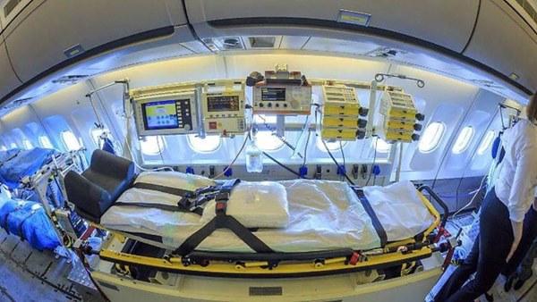 Mục sở thị bên trong bệnh viện bay chuyên chở bệnh nhân nhiễm Covid-19 hiện đại bậc nhất thế giới, trang thiết bị y khoa không khác gì bệnh viện trên mặt đất-5
