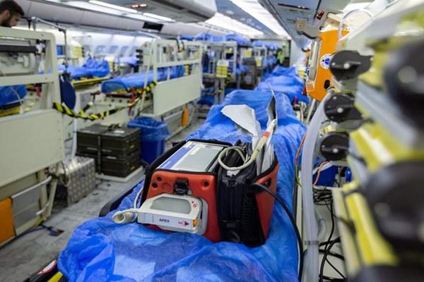 Mục sở thị bên trong bệnh viện bay chuyên chở bệnh nhân nhiễm Covid-19 hiện đại bậc nhất thế giới, trang thiết bị y khoa không khác gì bệnh viện trên mặt đất-6