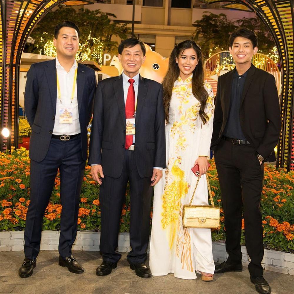 Tiên Nguyễn toàn đeo túi hàng hiệu, có chiếc Chanel cá sấu 40.000 USD-4