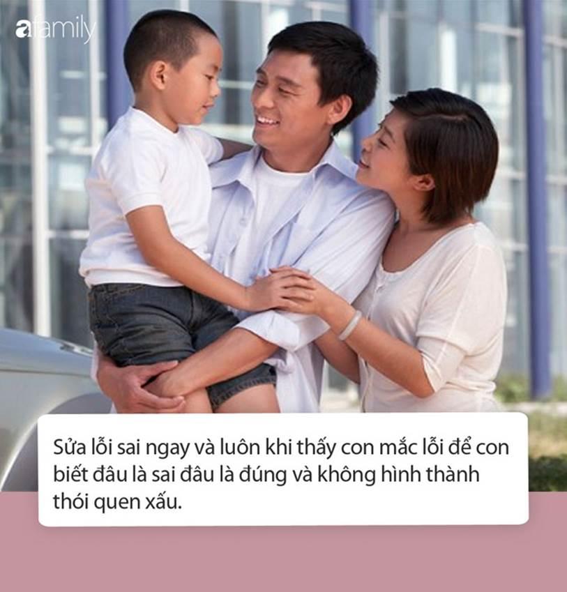 Trước khi bước ra khỏi thang máy, cậu bé vẫn kịp làm một điều vô cùng đáng trách, bố mẹ còn thản nhiên buông một câu-3