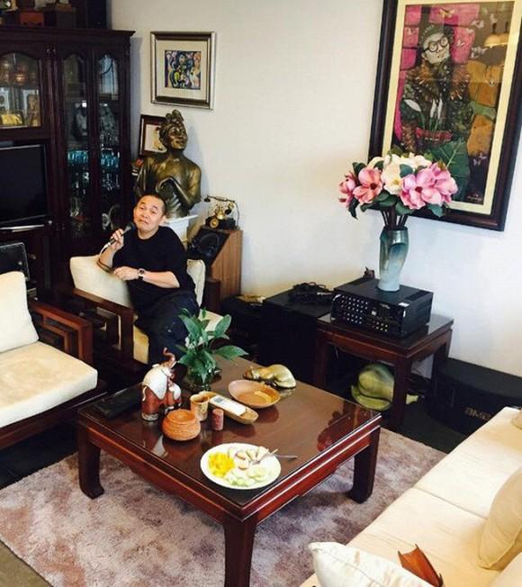 Nghệ sĩ Xuân Hinh khoe phòng để đồ, hé lộ bộ sưu tập áo dài đủ loại-6