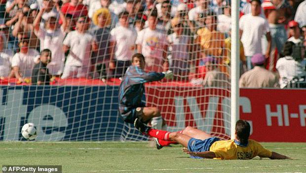 Cái kết bi thảm của cầu thủ phản lưới nhà tại World Cup: Hy vọng dùng bóng đá chấm dứt bạo lực, cuối cùng bị bắn chết bởi 6 phát đạn-2