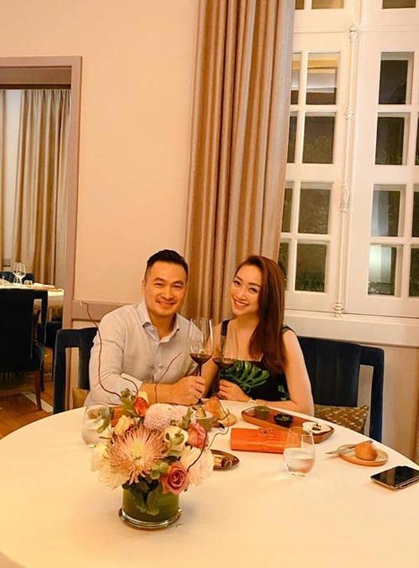Vợ sắp cưới kém 16 tuổi khoe được Chi Bảo nấu cơm dẻo canh ngọt: Biết thế lấy từ lâu-1