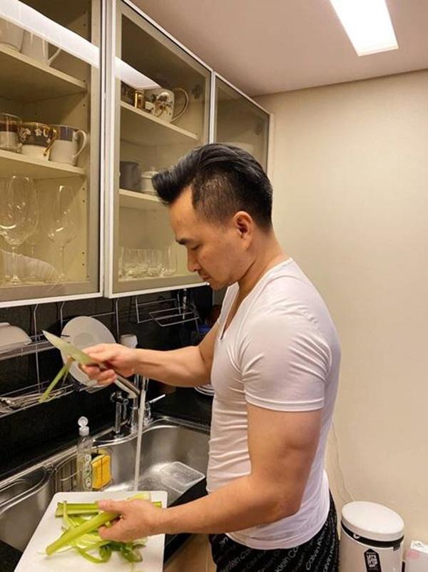 Vợ sắp cưới kém 16 tuổi khoe được Chi Bảo nấu cơm dẻo canh ngọt: Biết thế lấy từ lâu-3