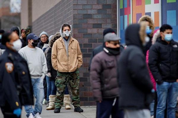 Những hình ảnh đầu tiên khi nước Mỹ bước vào hai tuần lễ đau đớn: 96% dân số ở nhà, hơn 236.000 người nhiễm Covid-19 và 5.700 người tử vong-7